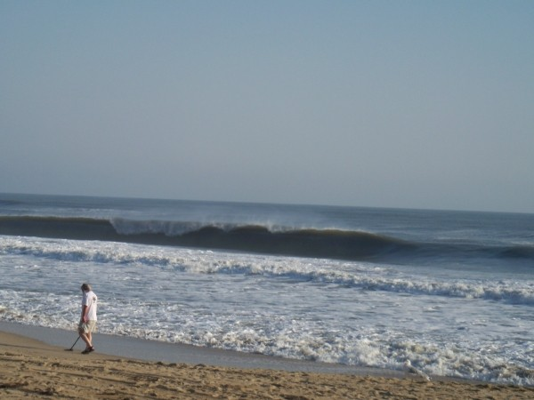 Hollow Left. Virginia Beach / OBX, surfing photo