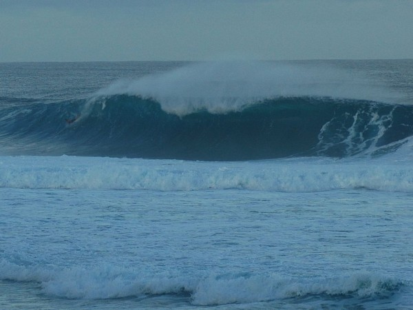 Hawaii A Few Winters Ago heavy looking right at pipe