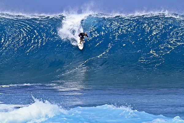 Last Winter Swell at the Banzai Pipeline Large swell