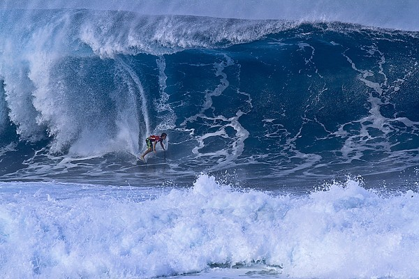 Banzai Pipeline, Oahu's North Shore Large swell hitting