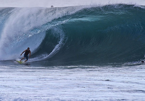 Oahu's North Shore Larege winter swell hitting the