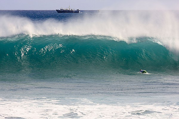 Oahu's South Shore A good day at Point Panic