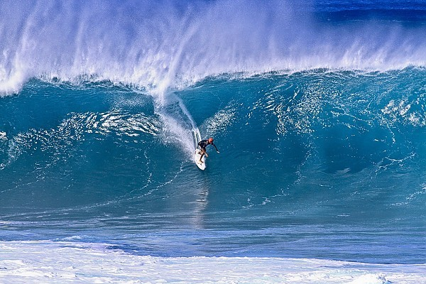Oahu's north shorel Epic surf at the banzai pipeline