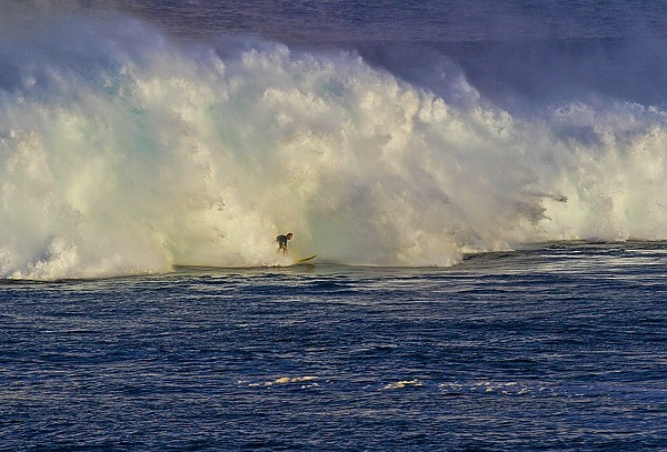 Oahu's North Shore Huge swell hits Waimea Bay