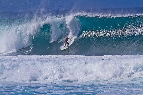 Oahu's north shore First large swell of the winter