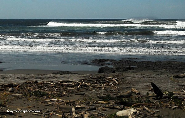 Real Surf Trips Costa Rica Another empty lineup peels