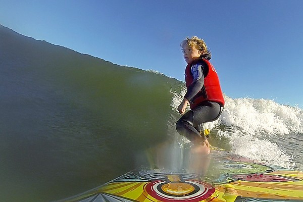 4yr Old Surfer OCNJ Cruz Dinofa eyeing up the tube