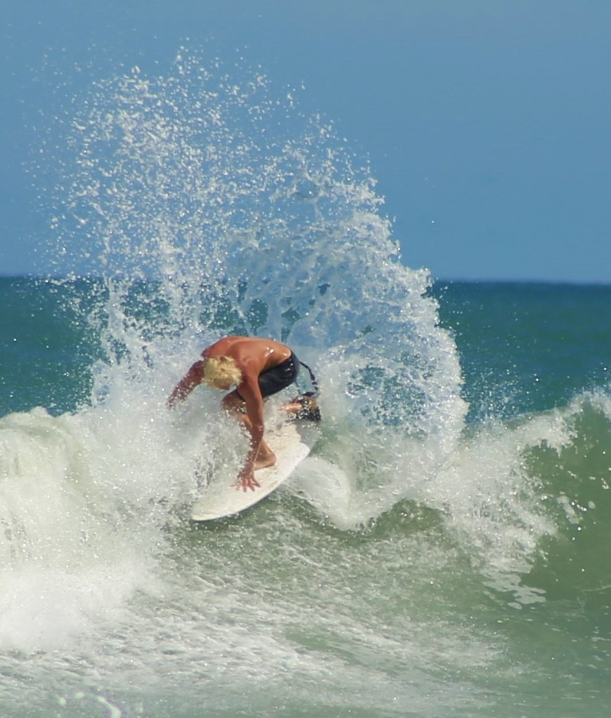 Owen Moffet surf  the Florence swell.