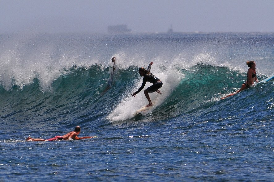 Ala Moana Bowls. Oahu, surfing photo