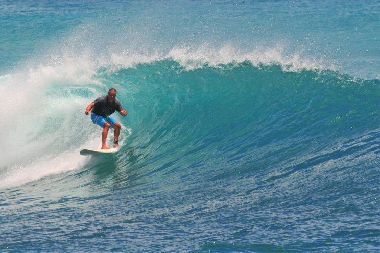 Description. Kewalos, surfing photo
