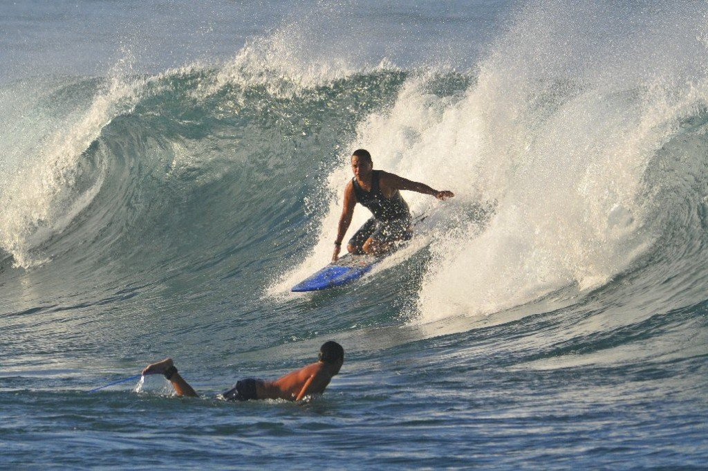 Kewalos, surfing photo