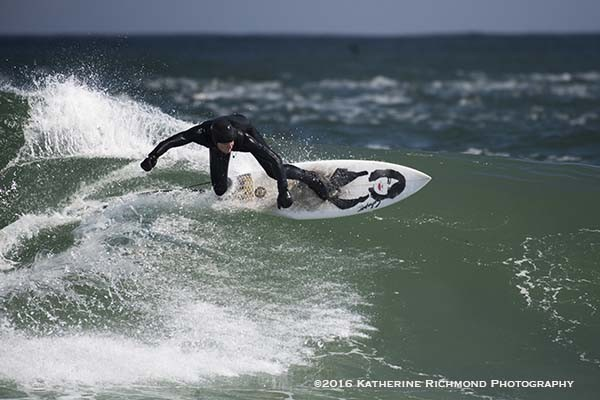 Cuttng the crest. Northern New England, Surfing photo